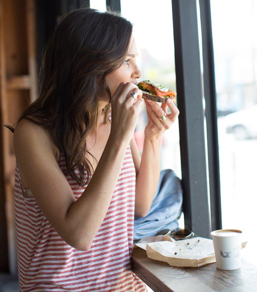 Manger : Les 7 mauvaises habitudes « après avoir mangé»